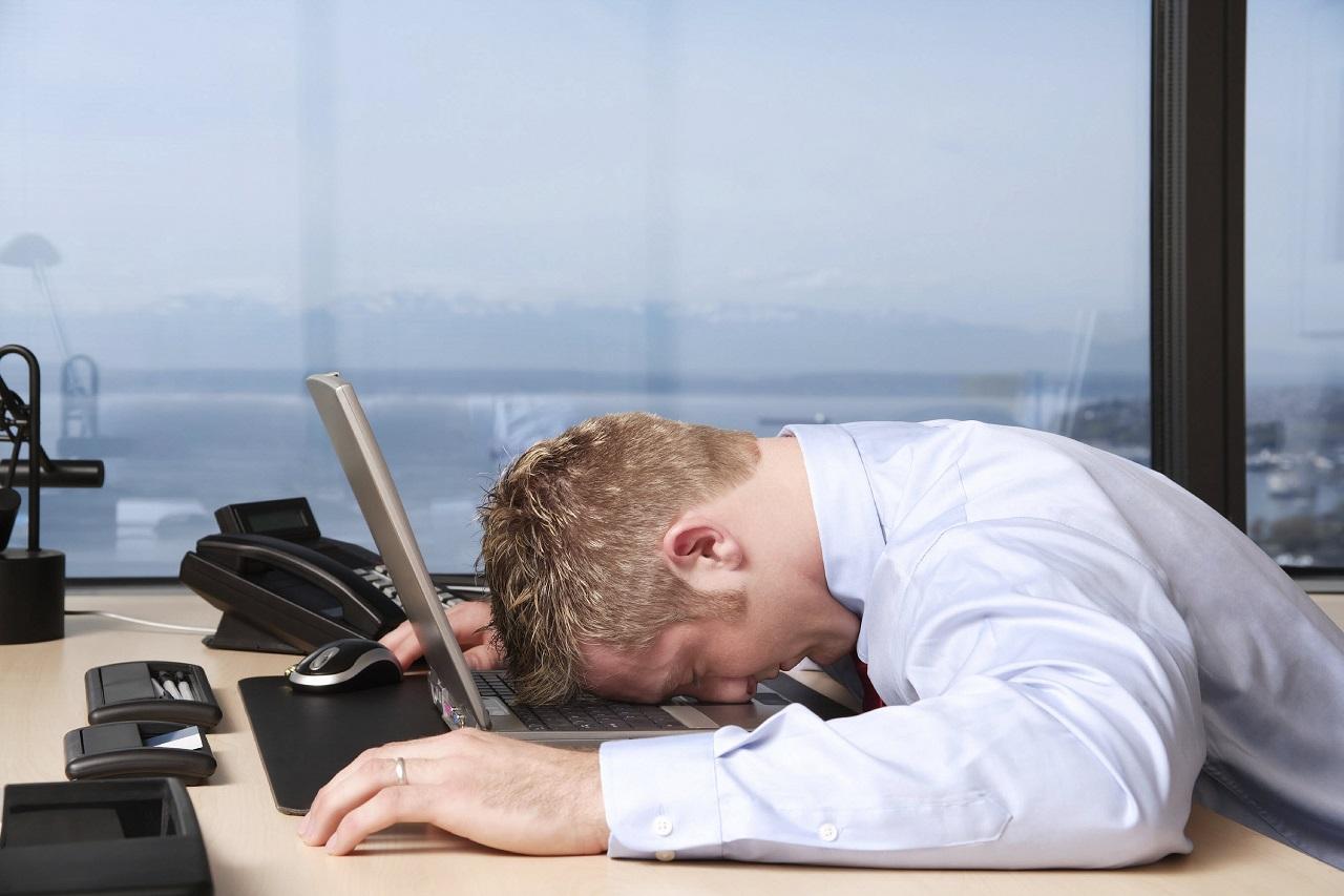Парень устал на работе