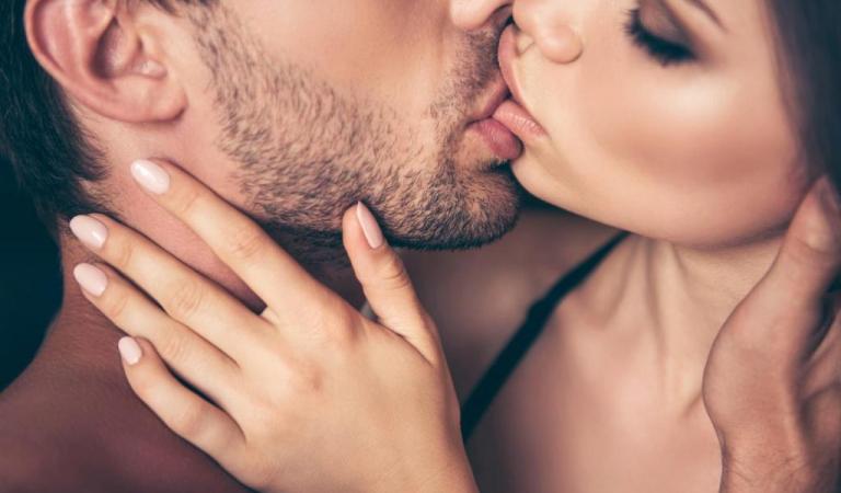 Как правильно целоваться с языком?