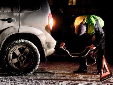 Зачем водители надевают светоотражающий жилет на дорогах?