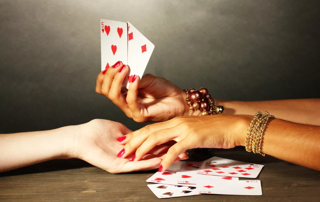 «Есть ли у меня соперница?» — онлайн гадание на игральных картах