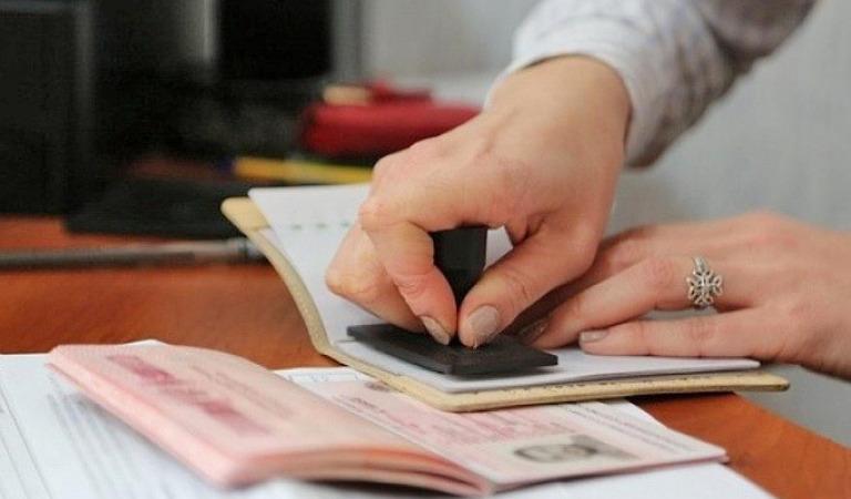 Нужно ли выписываться с предыдущего места жительства, чтобы оформить регистрацию на новом?