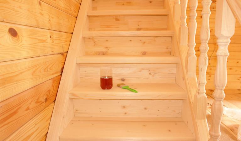 Как сделать лестницу на второй этаж из дерева?