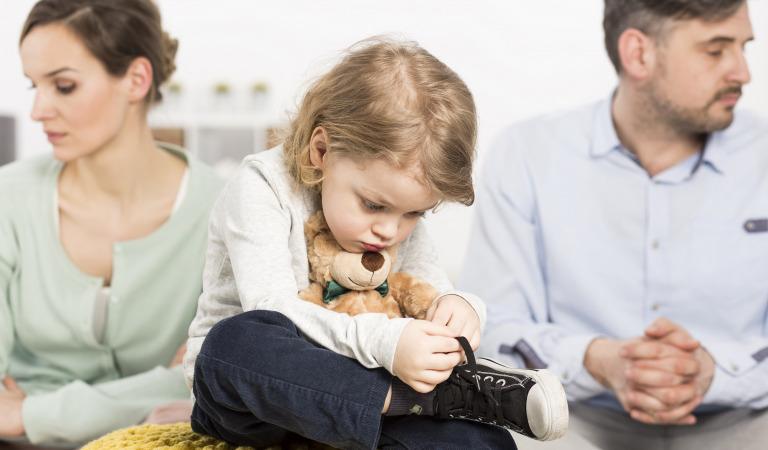 Как правильно рассказать ребенку о разводе?