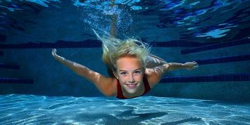 Как научиться долго не дышать под водой?