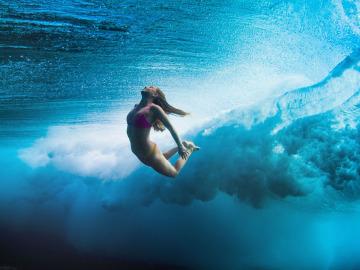 Как научиться плавать под водой?