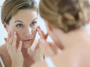 Как быстро убрать отек глаз?