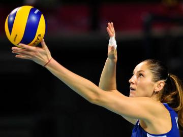 Как подавать в волейболе?