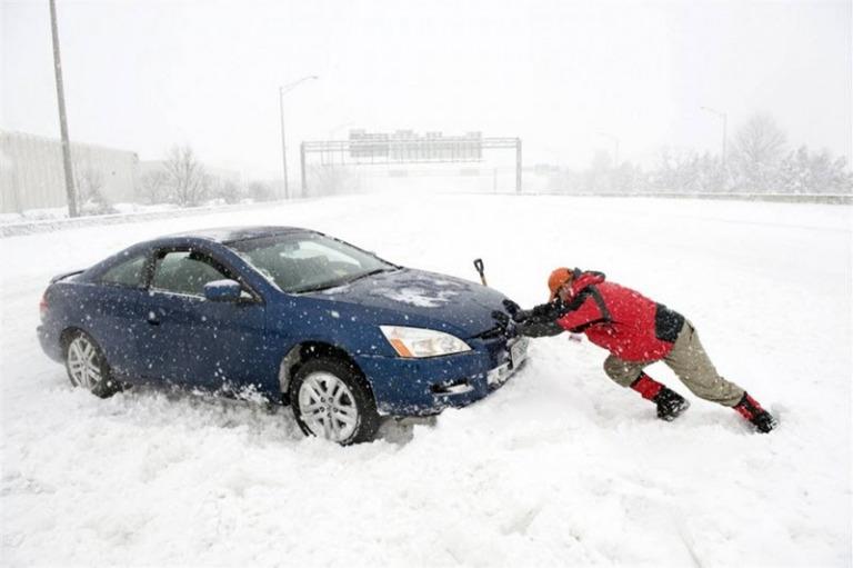 Что делать, если автомобиль застрял в снегу?