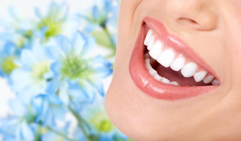 Советы по естественному отбеливанию зубов