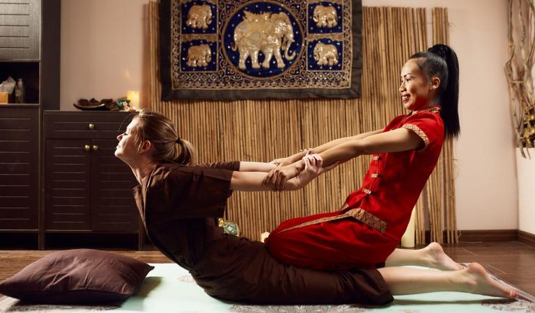 Как делать классический тайский массаж?