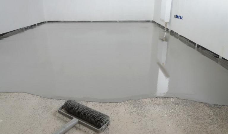 Как залить цементный наливной пол?